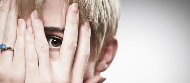 Comment vaincre la peur du regard des autres ?
