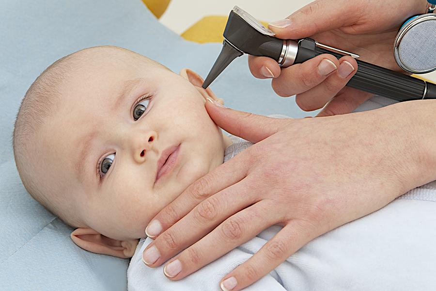 Nourrissons : tout savoir sur la surdité dès la naissance.
