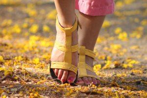 5 avantages du yoga prénatal. pieds
