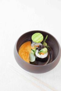 Sushi Maki à la carotte marinée et sauce dip