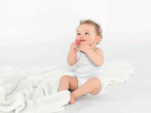 Curaprox Baby, première marque de produits bucco-dentaires biofonctionnels pour bébés.
