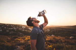 9 signes avant-coureurs de la carence en eau que vous devez savoir.