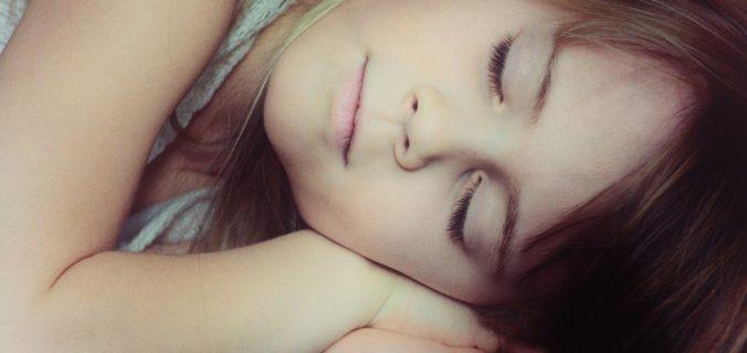 Voici la meilleure position de sommeil qui améliorera votre santé.
