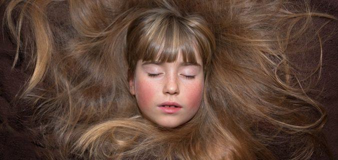 6 façons puissantes et naturelles de stimuler la croissance des cheveux.
