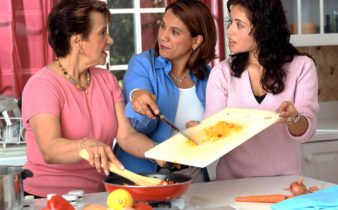 Aucune égalité des sexes côté cuisine pendant les vacances.