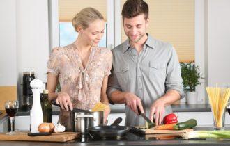 Pour mieux draguer et séduire cet été, faut-il bien savoir cuisiner?