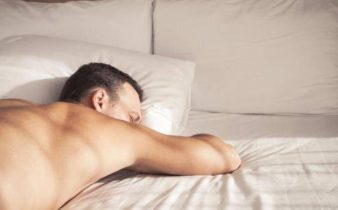 10 avantages à dormir nu que vous ne saviez probablement pas.