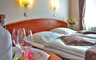 Une nuit romantique dans une chambre d'hôtel pour votre couple.