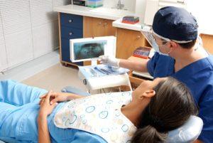 Choisir un centre dentaire fiable à Montréal.