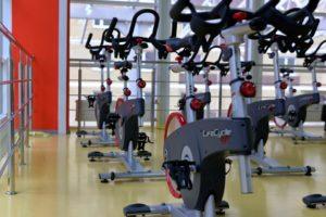 Coach sportif ou salle de gym pour cet été ?