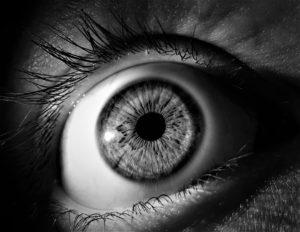 Améliorer et réparer la vue en opérant la cataracte avec des ultrasons.