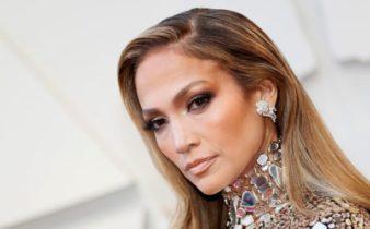 Jennifer Lopez aime la crème pour les yeux au cannabis.