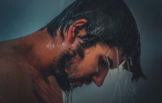 Douche froide: 10 avantages pour votre santé