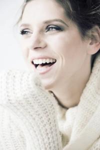 Comment un beau sourire peut-il faire grandir la confiance en soi?