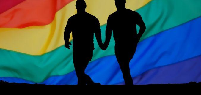 Les gays, tous accros au porno