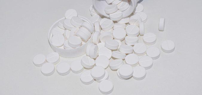 Magnésium en complément alimentaire: avantages, effets secondaires et dosage.