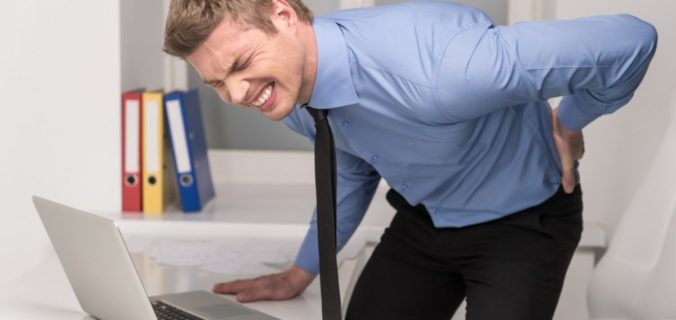 Mal de dos et travail physique : que faire ?