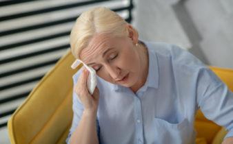 Ménopause et bouffées de chaleur : 3 astuces naturelles pour les calmer.