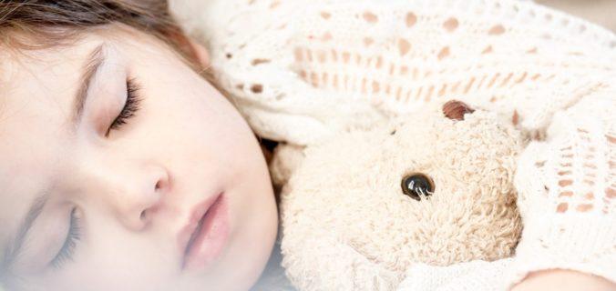 Sommeil bébé : les bonnes et mauvaises habitudes à savoir.
