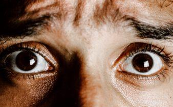 Opération des yeux : quelles questions se pose ?